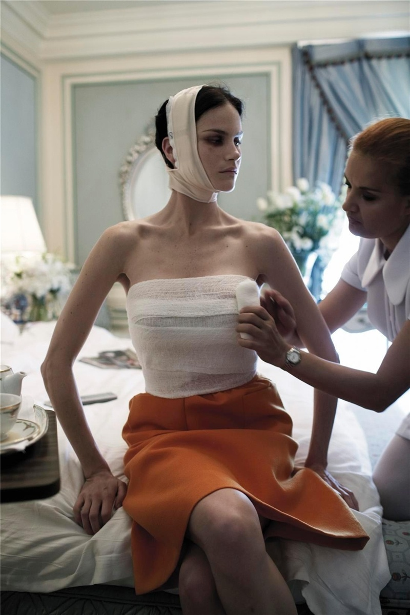 Makeover Madness... Фотограф Steven Meisel. 2005 (53 фото - 8.43Mb)